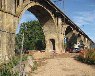 Cutting railway pillars with Pentruder 8-20iQ